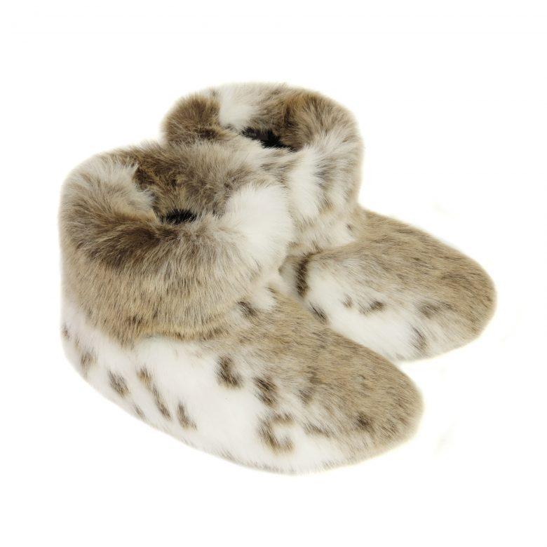 Silberzahn style loves Faux Fur Slipper boots.